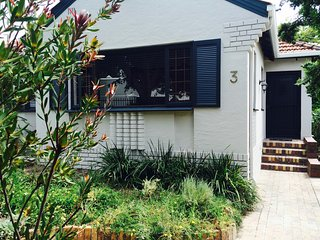 Lovely Quaint House in Beautiful Garden Setting, Newlands