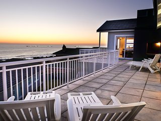 The Pearl - modern family villa overlooking ocean, Port Elizabeth