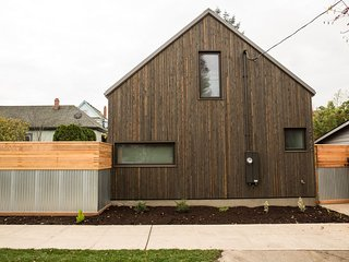 PDX Urban Barn Guesthouse