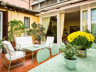 Perfect Luxury Spanish Steps, Gorgeous Large & Lush Terrace, Spagna Apartment