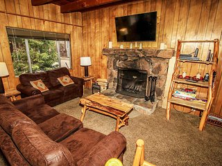Beary Escape Cabin~New Furnishings~Equipped Kitchen~Flat Parking~WiFi~, Big Bear Region