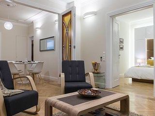 Lazar Deco Suite Basilica, WiFi, AC, 2BR, 2BA 90 sqm at St. Stepen's Basilica