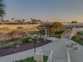 Beautiful 3bd/3 ba, oceanfront condo in a private community