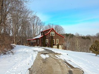 Beautiful Hilltop Cabin Rental, Logan