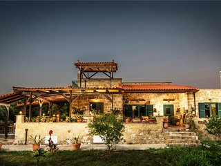 THALIA's traditional country villa in olive trees, Galatas