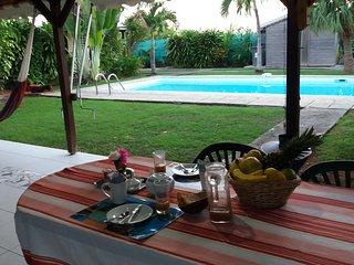 studio Padjambel Gîtes Kaladja Port-Louis piscine, jardin tropical ,10 mn plage