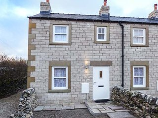 3 PRIMITIVE CROFT, end-terrace, pet-friendly, woodburner, enclosed garden, in Ch