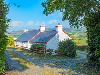 COOLEY COTTAGE, all ground floor, open fire, open plan living, Moville, Ref