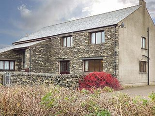 GREEN HILLS FARM, on working farm, flexible bedrooms, WiFi, Ulverston, Ref 94865
