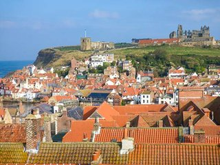 HIGH RIDGE, centrally located, pet friendly, lovely views, in Whitby, Ref 950258