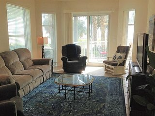 Beautiful 3/3 Corner Penthouse Unit on 1st Floor with Ocean View, Gulfport