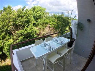 LP7 Awesome 2-Story Penthouse, Beach Club & Yoga, Akumal