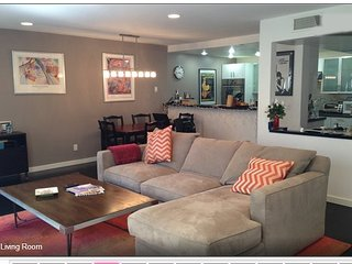 Beautiful 2 Bedroom Townhome in Santa Monica