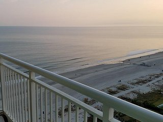 Carolinian Beach Resort - King Suite - 1 bedroom 1 bath - Gorgeous Ocean Views!, Myrtle Beach