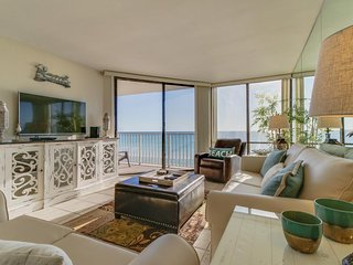 Oceanfront escape with views & shared pool/tennis/hot tub - snowbirds welcome!
