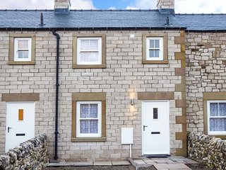 2 PRIMITIVE CROFT, terraced, woodburner, pet-friendly, enclosed garden, in Chelm