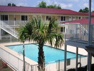 Condo near Beach w/ WiFi, Parking, Patio, Laundry Facilities,Complex Pool Access