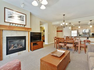 Luxury Ski In/Out In Resort Base Village #4283 - Great Views/Hot Tub/Garage/WiFi, Winter Park