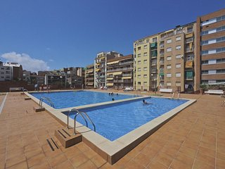 Plaza España Pool apartment in Poble Sec with WiFi, airconditioning, gedeelde, Barcellona