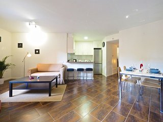 Arenas Design apartment in Poble Sec with WiFi, airconditioning, balkon & lift.