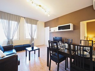 Villa Olimpica Beach apartment in Poblenou with WiFi & lift.