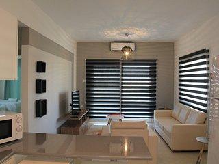 2 bedroom: Maximus 22 Caesar Resort, Trikomo