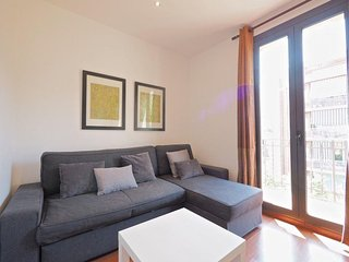 Sardenya Familia apartment in Eixample Dreta with WiFi, balkon & lift., Barcelona
