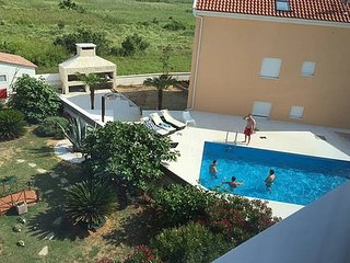 Marino Z22 ap. for 6 people with a pool, Novalja