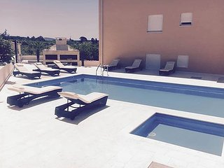 Marino Z11 ap. for 8 people with a pool, Novalja