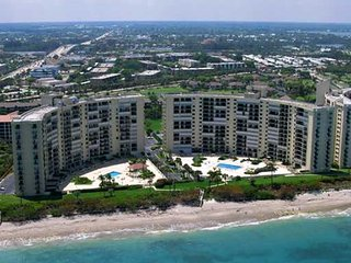 Gorgeous Oceanfront Condo Just Remodeled - Close to Everything!, Jupiter