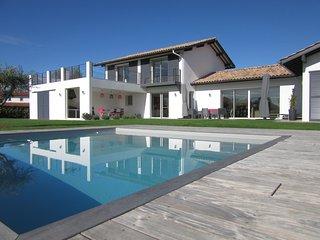 Bassussarry - Villa d archi neuve, classée meublé 5*, piscine sécurisée,