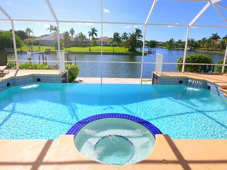 Waterfront Poolvilla Bellagio on canal, Boat option, Gulf Access, Hot tub,Wifi