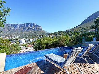 Secluded Villa with breathtaking views of Table Mountain!, Cape Town Central