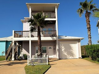 307RD:Beautiful 4 bdrm home close to beach spectacular Gulf Views Sleeps 10 +, Port Aransas