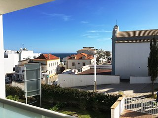 Amazing Old Town 1 bedroom apartment, balcony, air con, sea views, car parking, Albufeira