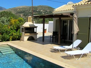 Caretta Beach Villa (Sleeps 2) with pool and located on the back of Turtle Beach, Skala