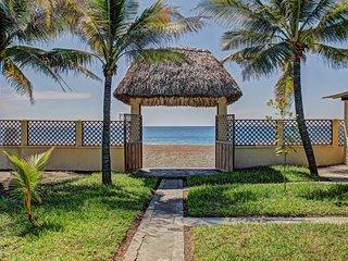 NEW! 4BR Guatemala Villa w/Beach Access!, Monterrico