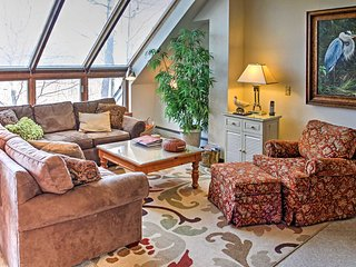 NEW! 'Serenity at Sunrise' 3BR Townhome by Bear Mtn, Killington