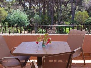 St Maxime.Apt.2Pièces, terrasse sud au calme.4 pers.150m plages, piscine,parking