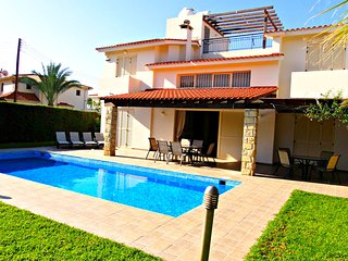 Luxury Detached Villa - 5 minutes walk to Sandy Beach - Large Private Pool -Wifi, Chlorakas