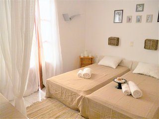 Cosy studio 2 people with balcony, 150 meters from the beach of Livadia, Parikia