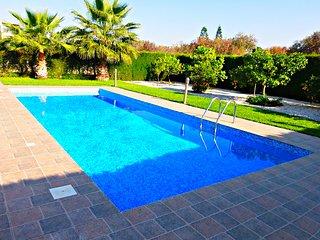Stunning Luxury Villa - 5 Mins to Sandy Beach - Private Pool - Wifi - Sea Views