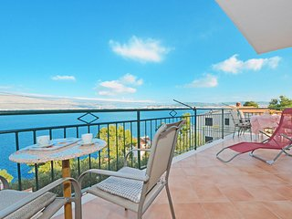 Affordable apartment Mile 1 with sea view, Okrug Donji near TROGIR