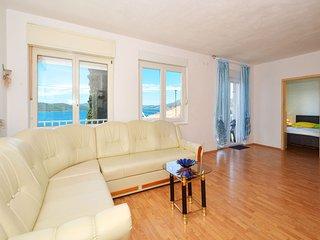 Lovely apartment JOSIP 2, Okrug Gornji near TROGIR