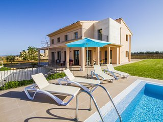 Figueral -Luxury house w/pool between Muro and Can Picafort. 5 min from beach.