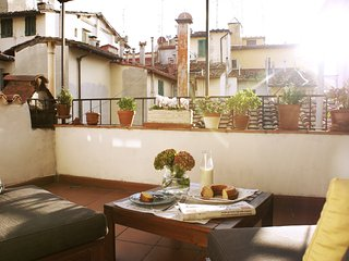 Cosy flat w/terrace in S. Ambrogio, Florence