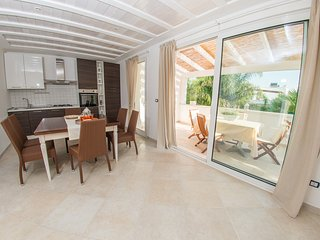 "Casa Bianca - Holiday total white near ""white city"" Ostuni, Specchiolla"