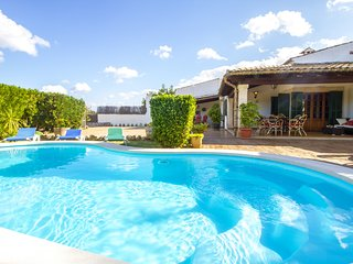 Boy - Lovely country house w/pool between Pollensa and the sea!