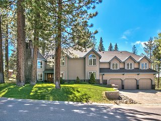 3800 Sq Ft 4BR/3BA Tahoe Chateau - Pool Table, Ping Pong, Foosball, South Lake Tahoe