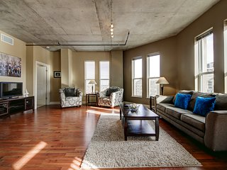 Amazing Market Street Apartment by Stay Alfred, Denver